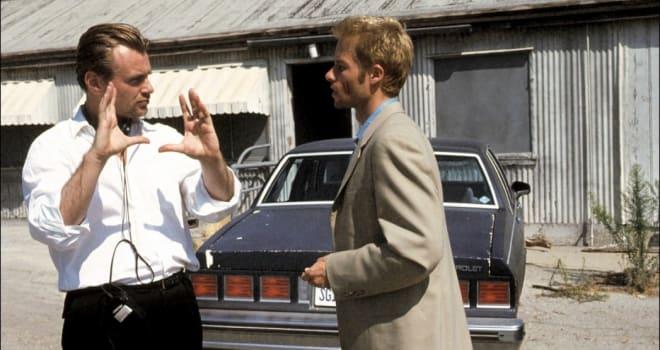 the memento mori by jonathan nolan and christopher nolan A memento egy 2000-ben bemutatott amerikai thriller, amit jonathan nolan novellájából, a memento moriból christopher nolan rendezett főszereplője guy pearce leonard shelby szerepében, aki ki akarja nyomozni, ki erőszakolta és ölte meg a feleségét egy betöréses támadás során, melyben leonard elvesztette az emlékezetét.