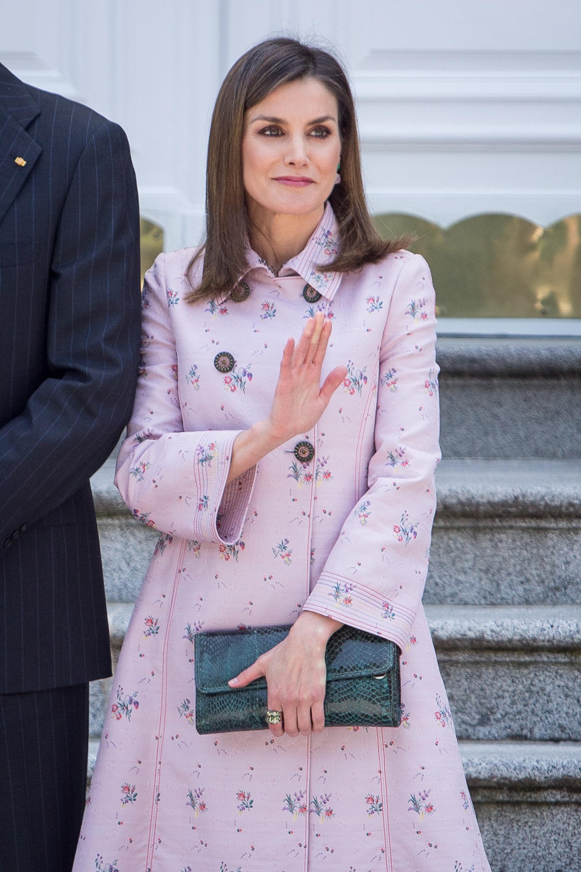 La reina Letizia se abona al rosa