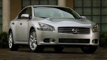 2011 Nissan Maxima vs 2011 Honda Accord  Overview