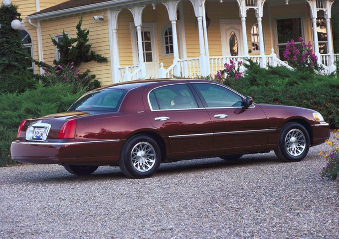 2001 Lincoln Town Car Information