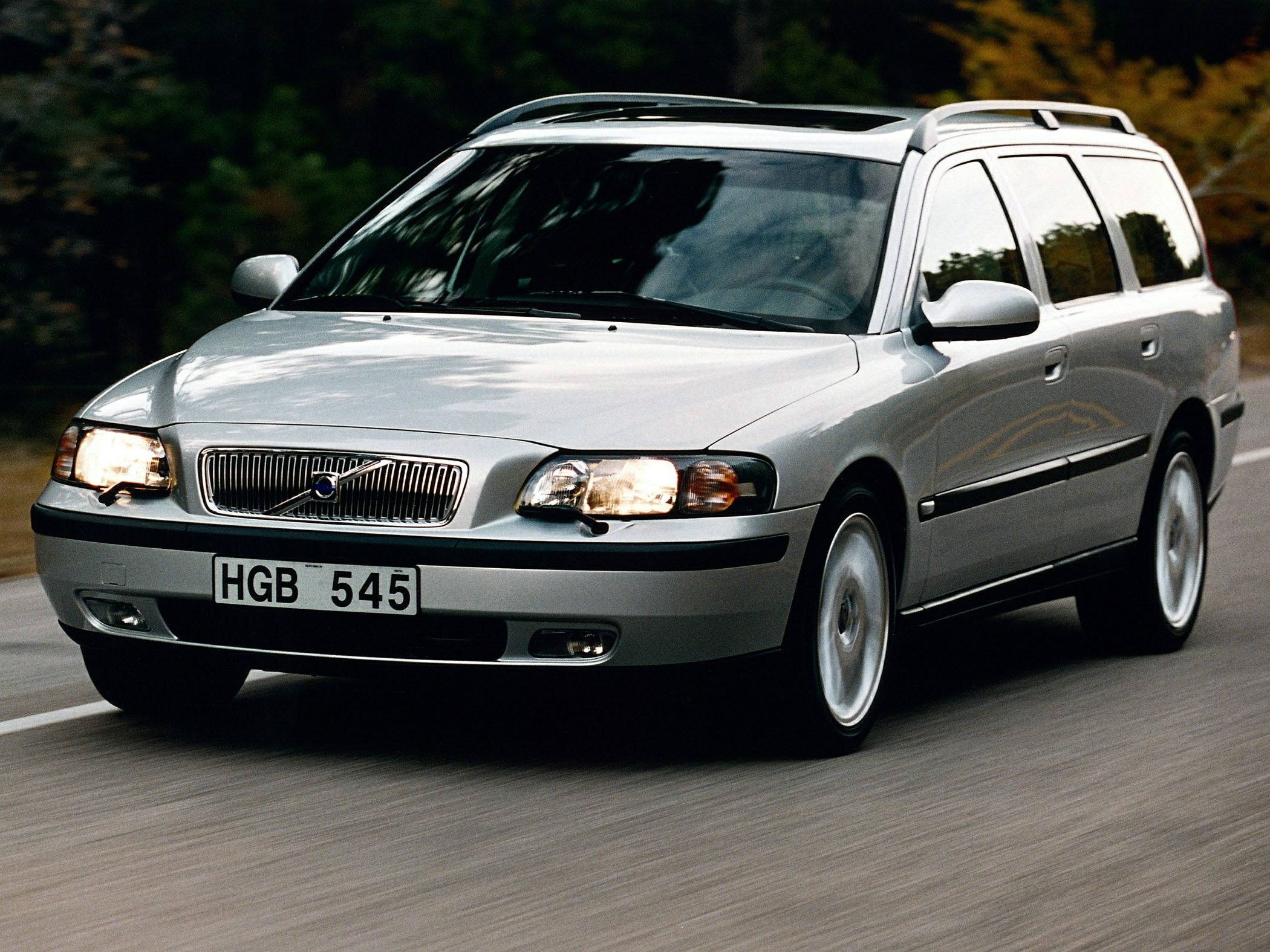 2004 Volvo V70 2 5t Awd A 4dr Station Wagon Specs And Prices