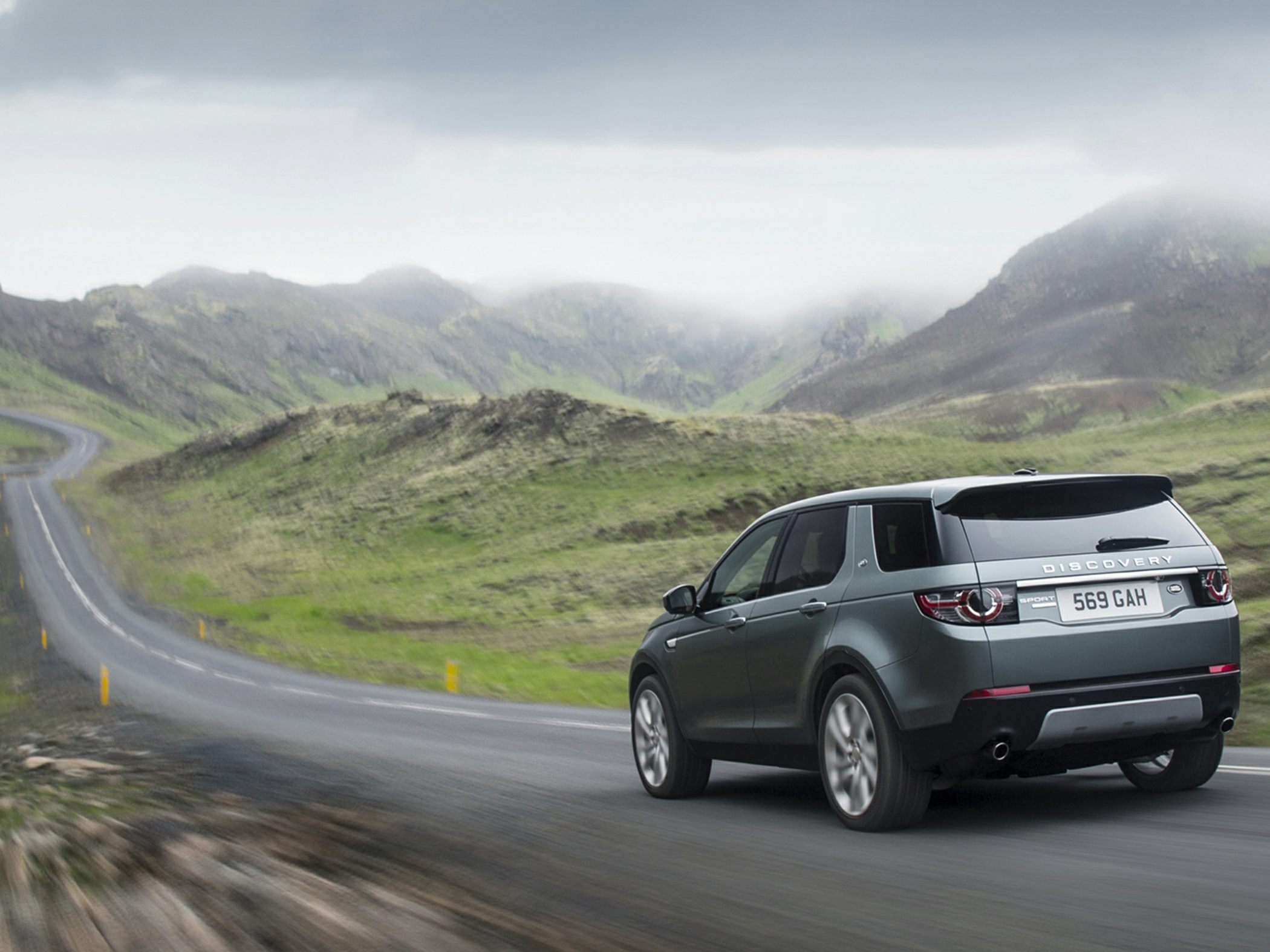 2015 land rover discovery sport review autoblog. Black Bedroom Furniture Sets. Home Design Ideas