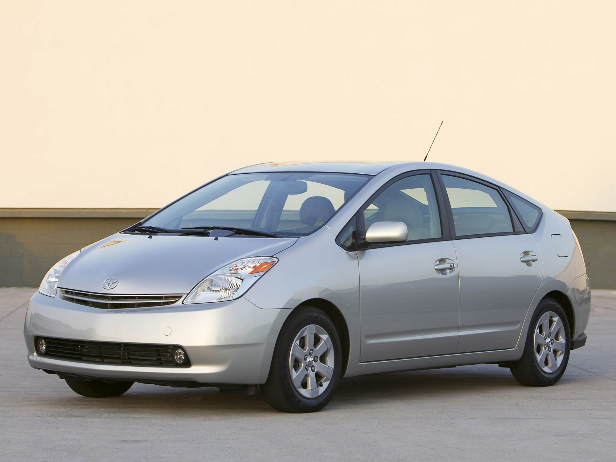 2004 Toyota Prius Pricing And Specs