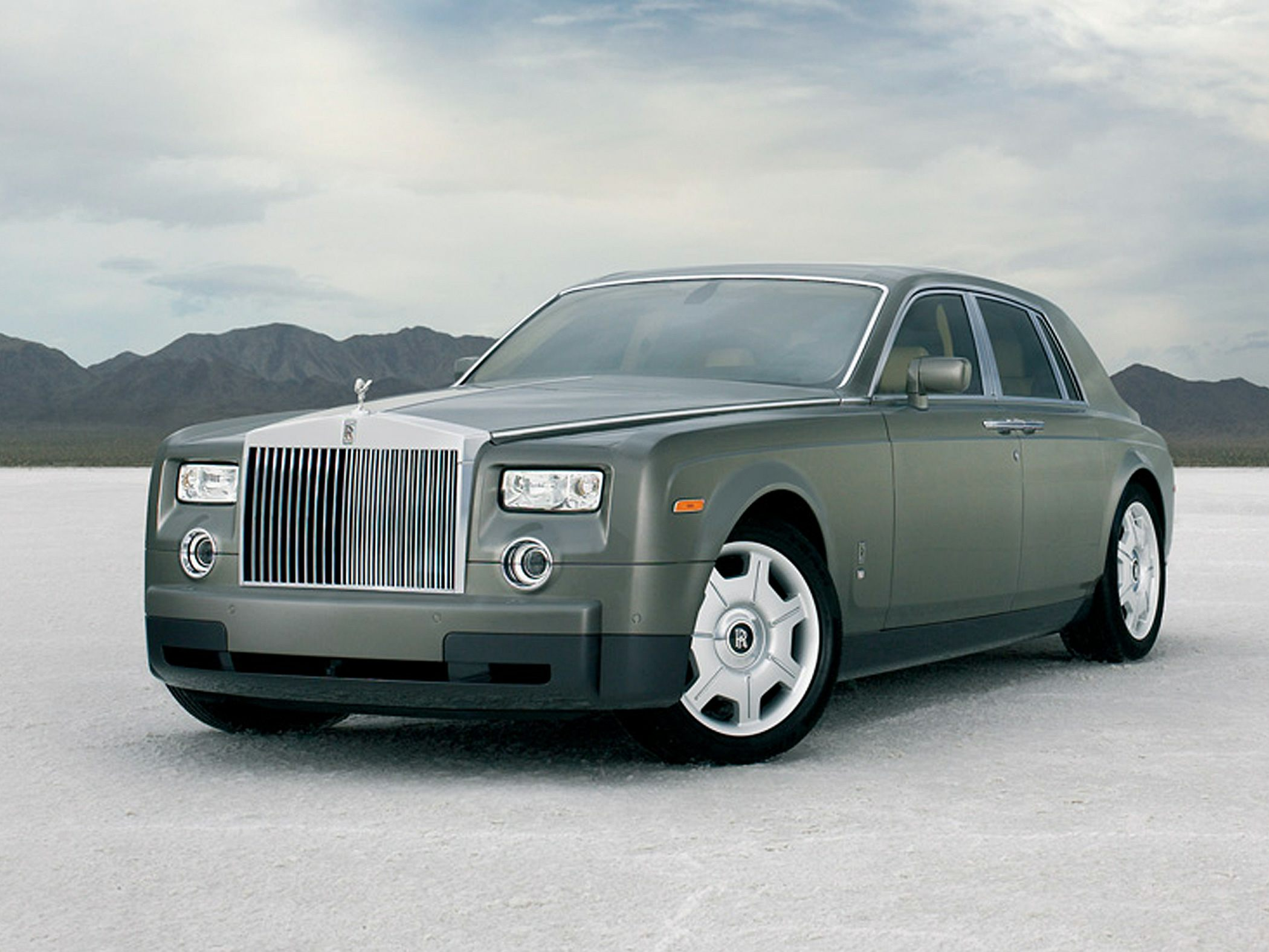 Neglected Rolls-Royce Phantom may be the saddest of all time