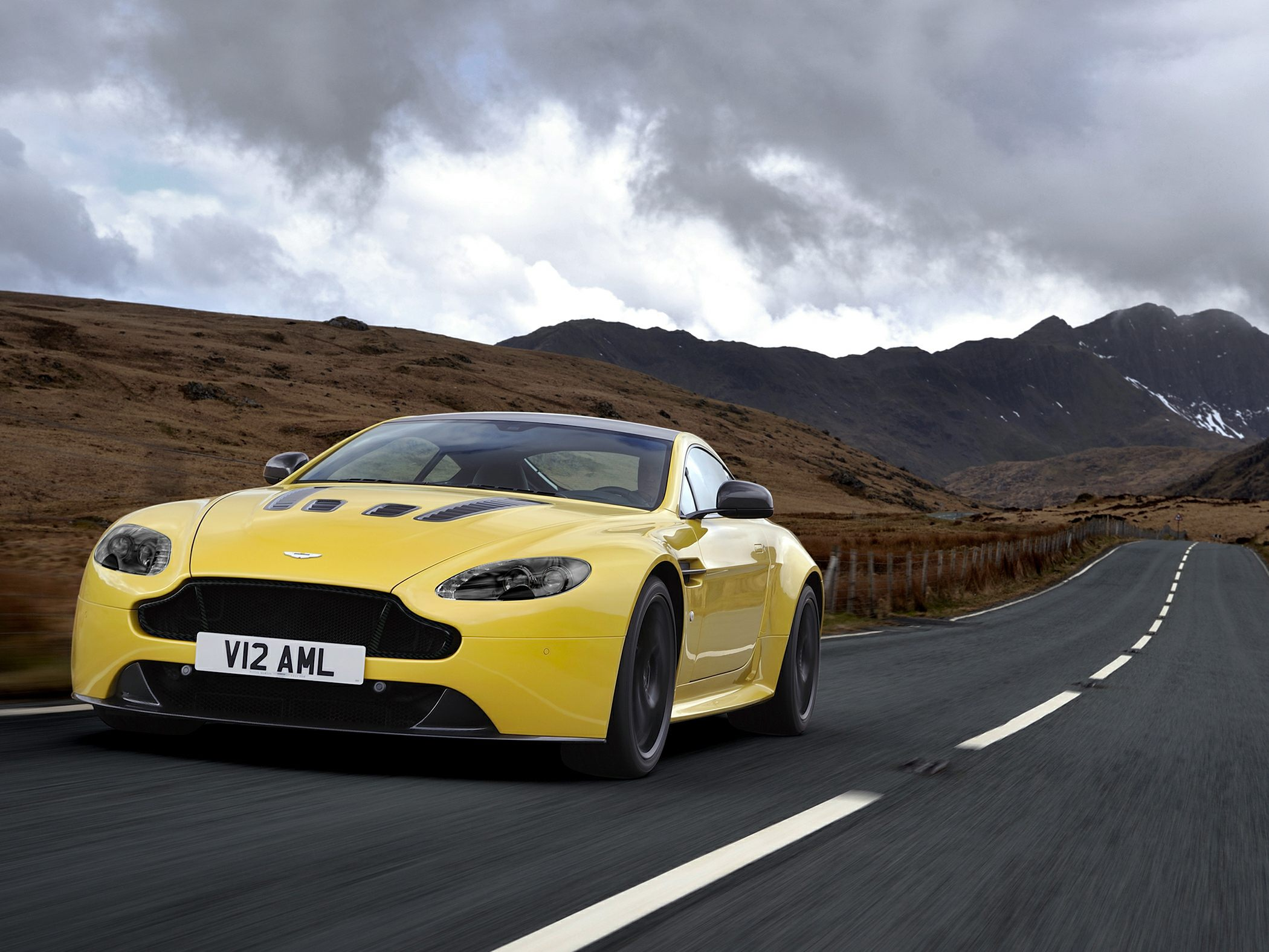 2017 Aston Martin V12 Vantage S Base 2dr Coupe Review Autoblog