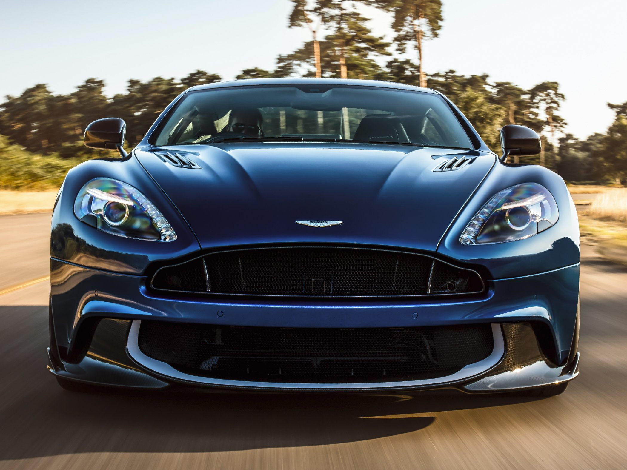 Aston Martin Vanquish Carbon Edition is back in black [w/video]