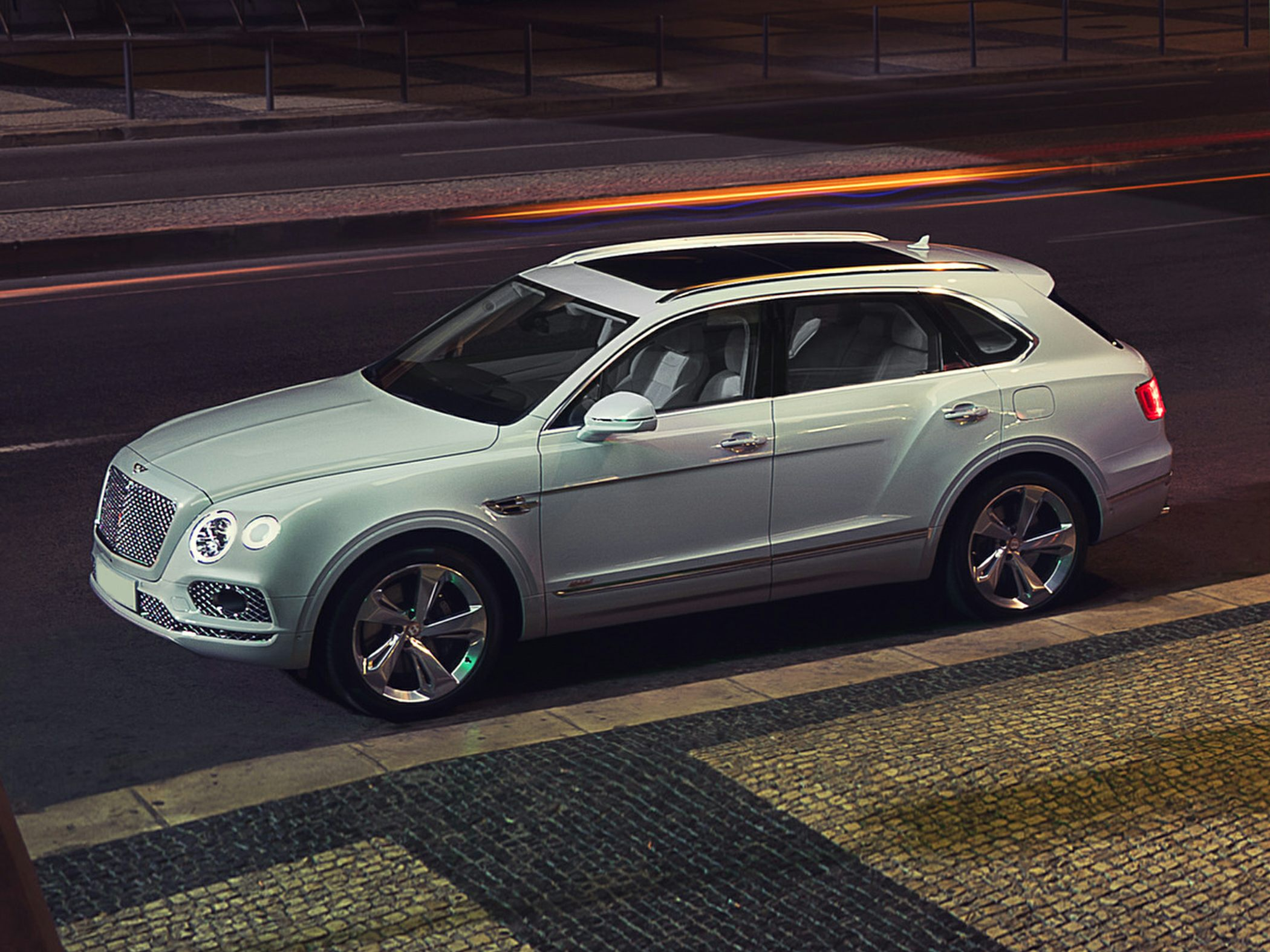 2020 Bentley Bentayga Hybrid Pictures