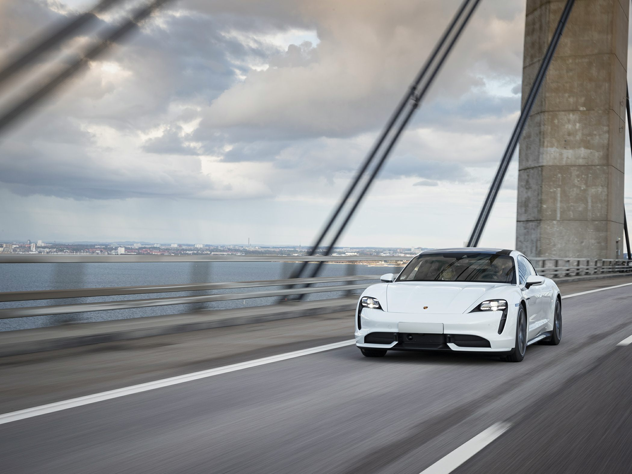 Porsche Taycan 4S expands the range with a cheaper option