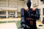 Basketball robot beats professionals at free throwing