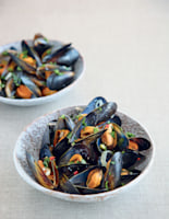 Aromatic Steamed Mussels