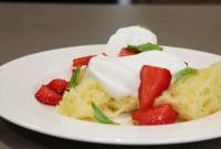 Strawberry air cake with vanilla cream