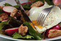 How to Make Fried Egg and Crunchy Breadcrumb Breakfast Salad