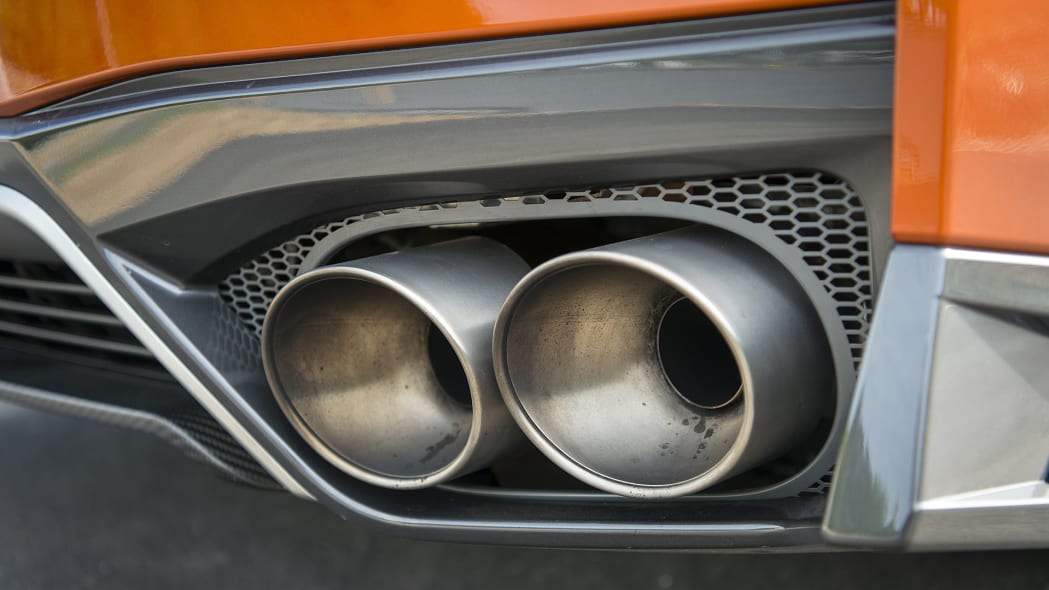 2017 Nissan GT-R exhaust tips