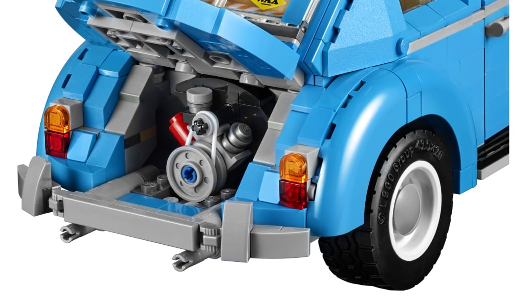LEGO Volkswagen Beetle 10252 engine detail