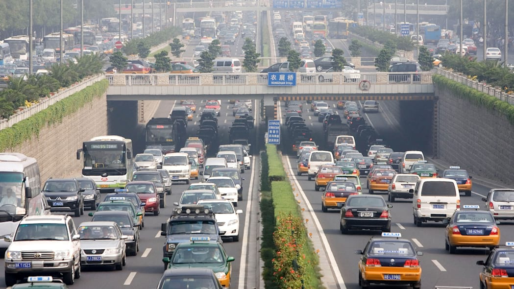 APTOPIX China Car Ban (Cars drive during peak hour traffic on a major highway on the first day of a test to reduce car numbers in Beijing, China, Friday, Aug. 17, 2007. City officials yanked hundreds