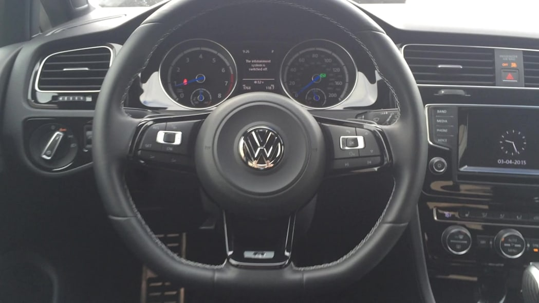 2015 Volkswagen Golf R Steering Wheel | Autoblog Short Cuts