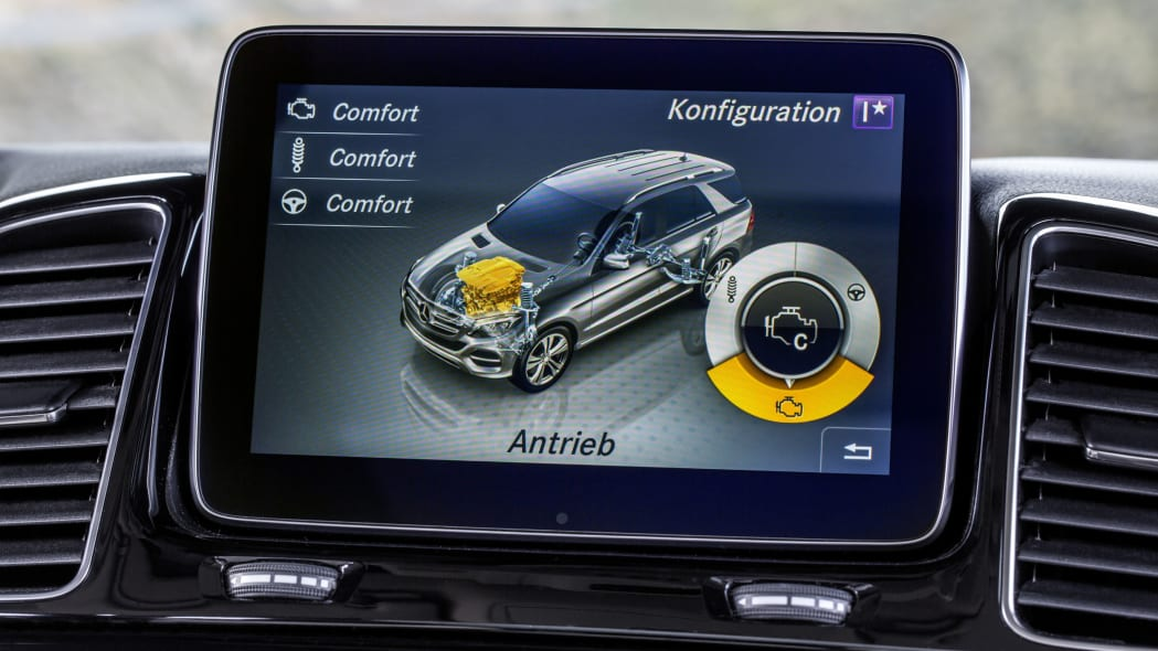mercedes benz gle300d 4matic infotainment system display
