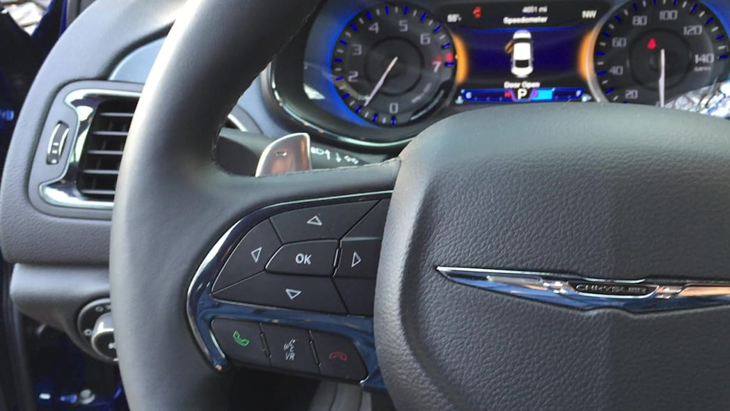 2015 Chrysler 200S Half-Size Paddle Shift Levers | Autoblog Short Cuts