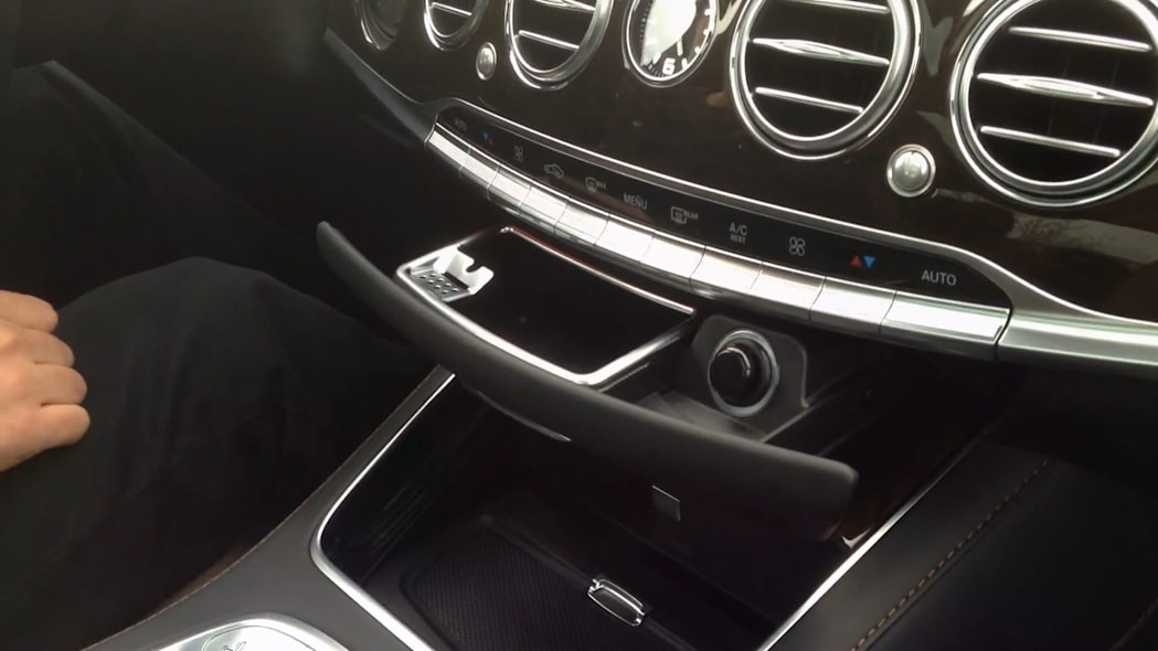 2016 Mercedes-Maybach S600 Ash Tray | Autoblog Short Cuts