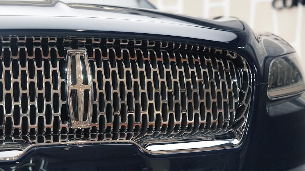 Lincoln Continental Concept front grille