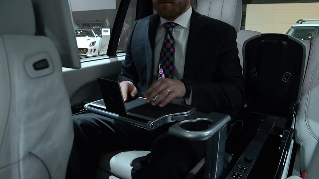 Range Rover SV Autobiography Tray Tables | 2015 NYIAS | Autoblog Short Cuts