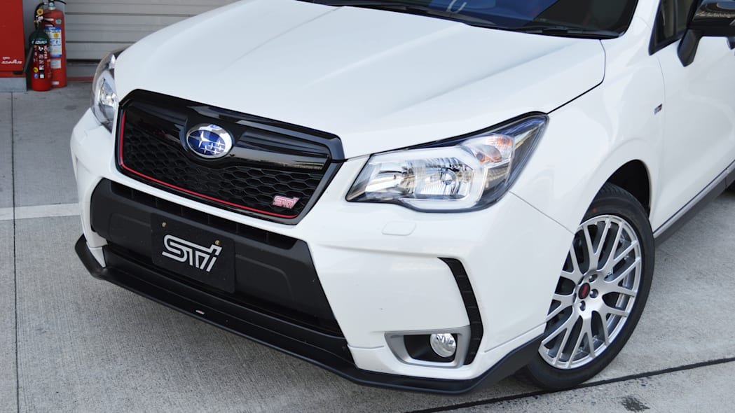 2016 Subaru Forester tS white front detail