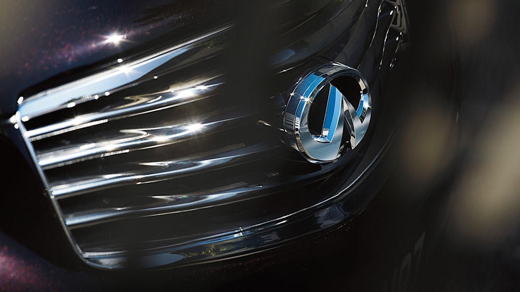Infiniti grille and badge