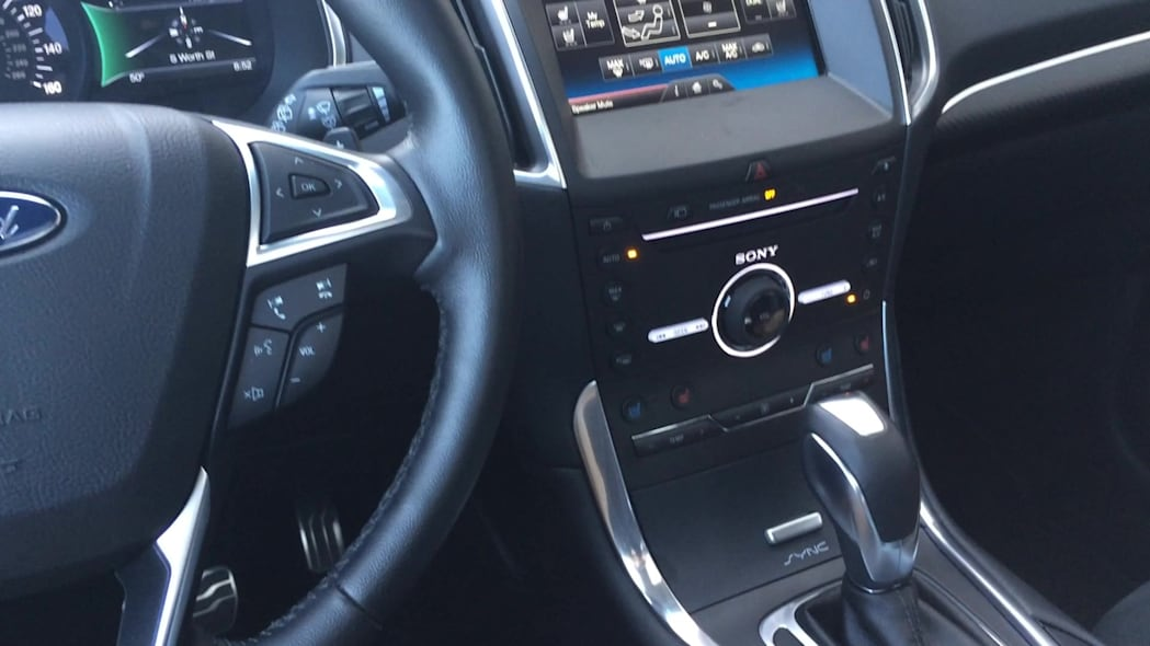 2015 Ford Edge Floating Center Console Cubby | Autoblog Short Cuts
