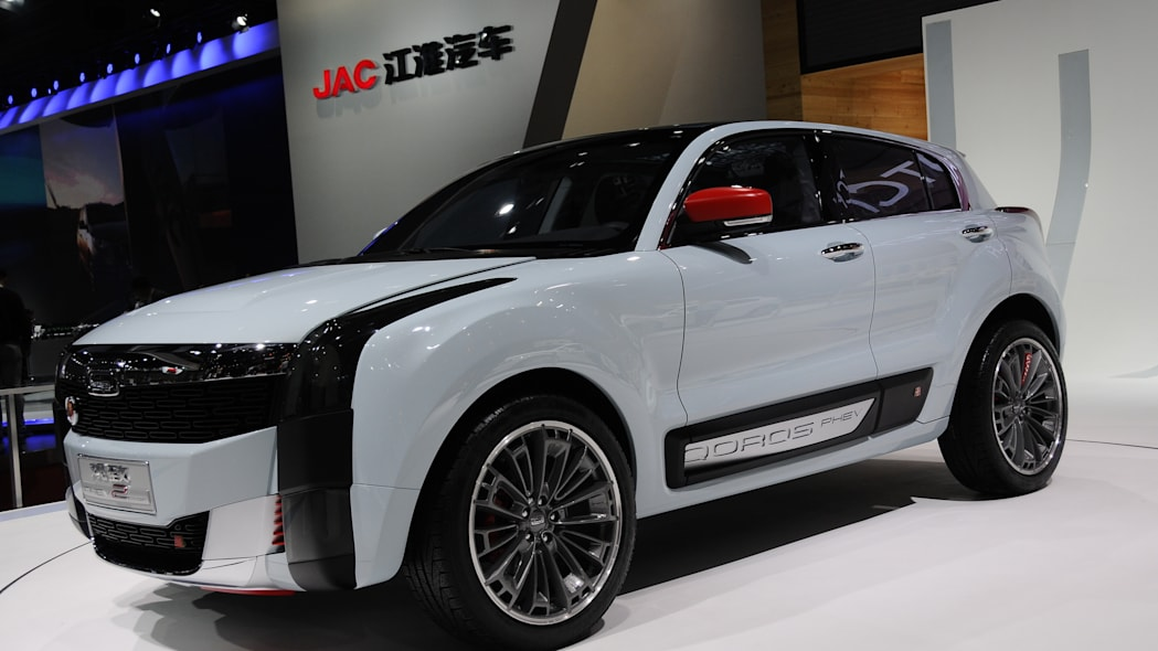 Qoros 2 SUV Concept shanghia motor show front stage
