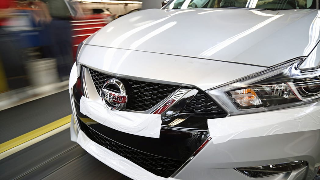 silver 2016 nissan maxima front end