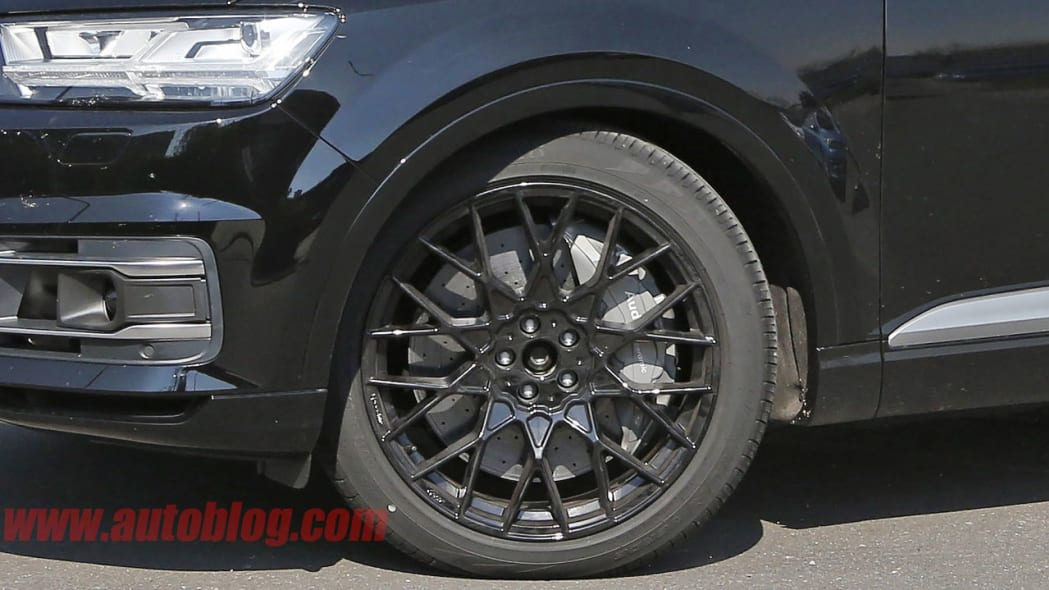 Audi SQ7 spy shot front wheels and brakes