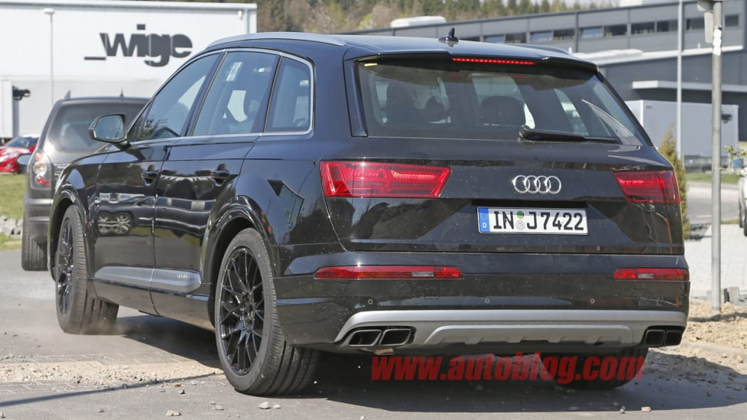 Audi SQ7 spy shot rear and exhausts