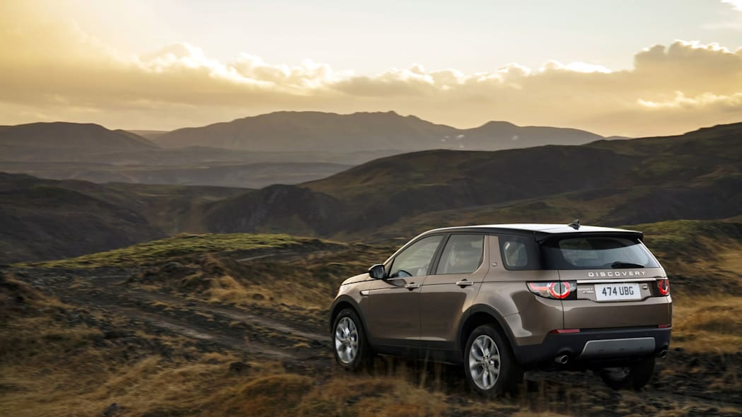 Land Rover Discovery Sport Ingenium diesel brown off-road hill mountain
