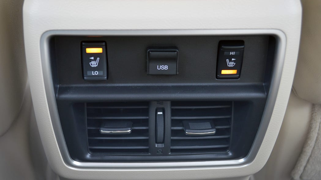 2015 Nissan Murano rear seat controls