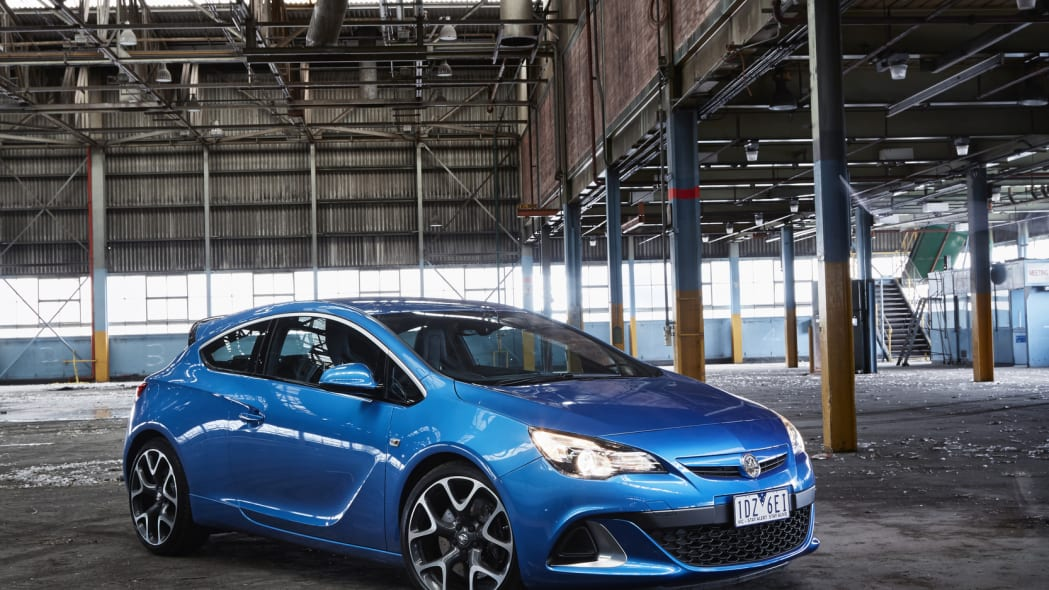 holden astra vxr warehouse blue reflection front 3/4