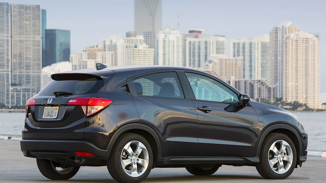 2016 Honda HR-V rear 3/4 view