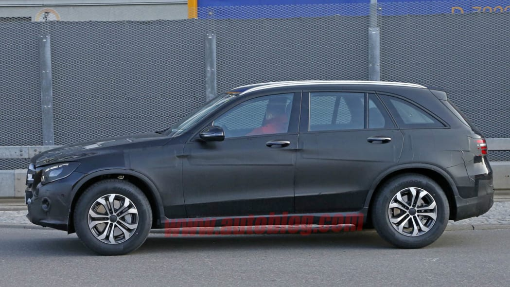 Mercedes-Benz GLC-Class spied side view