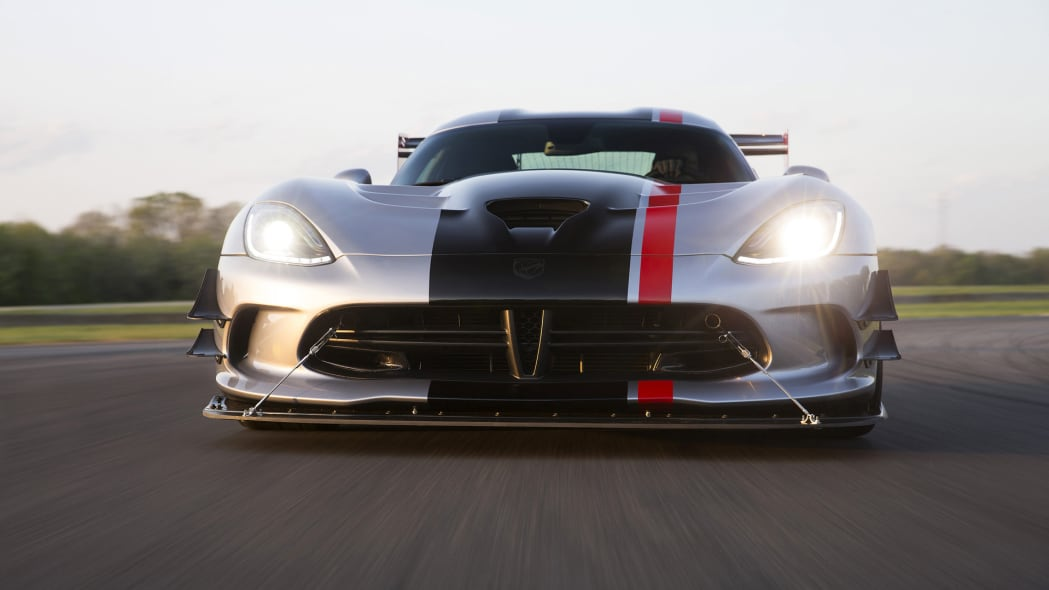 dodge viper acr track action 2016