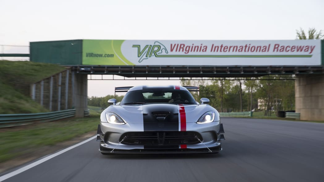 vir dodge viper acr action track