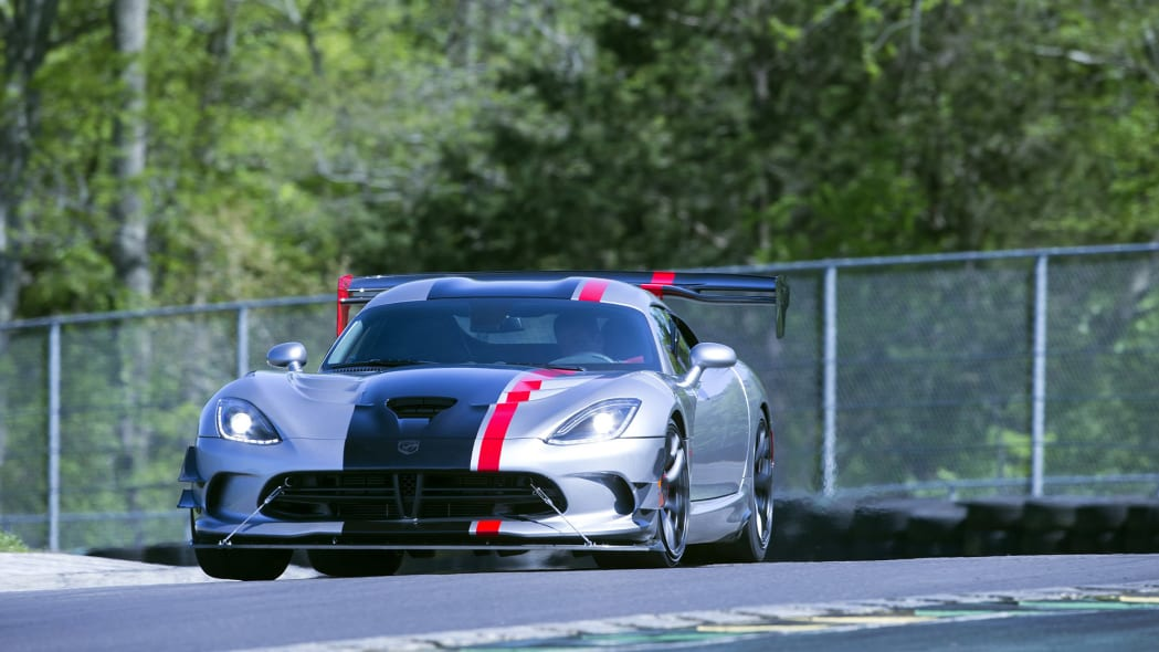 2016 dodge viper acr track turn action