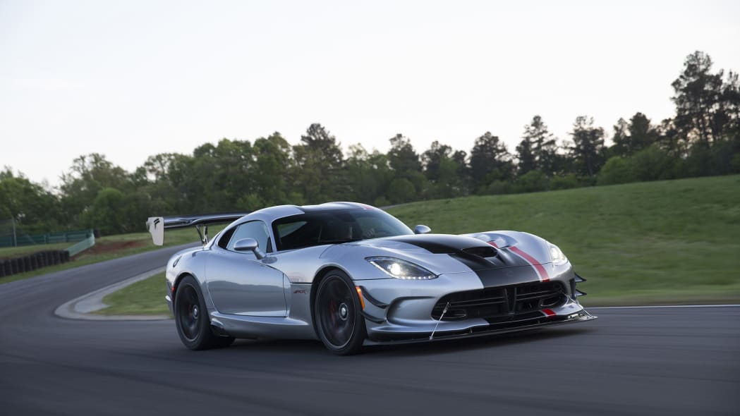 turn dodge viper action track