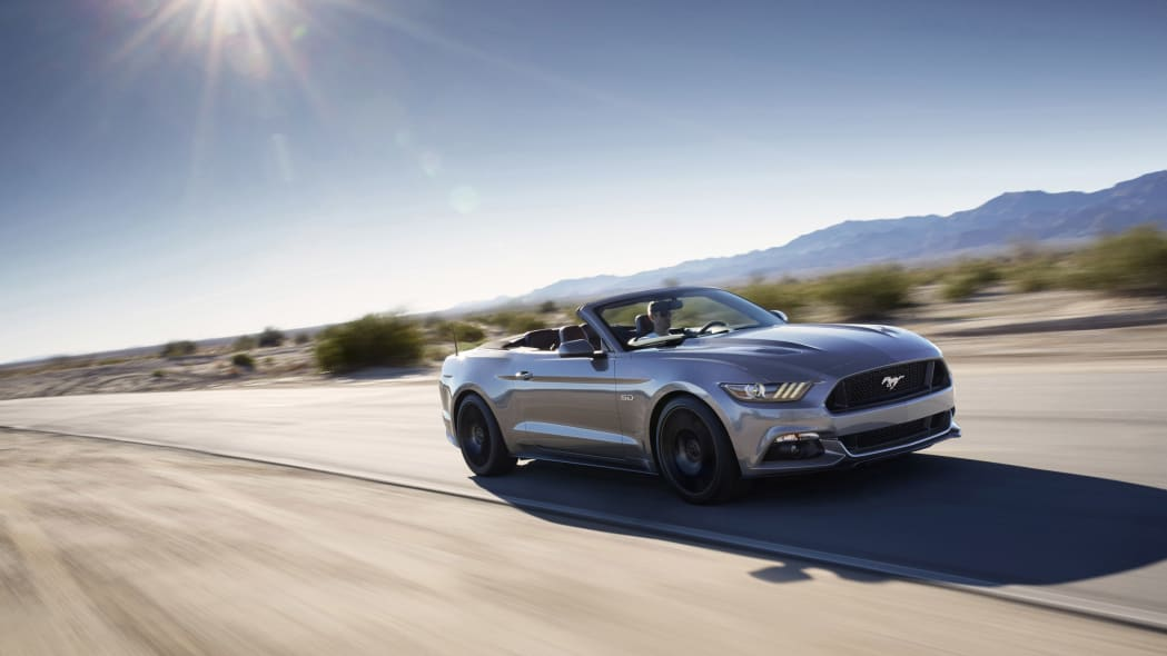 2016 Ford Mustang GT Convertible Performance Package moving motion