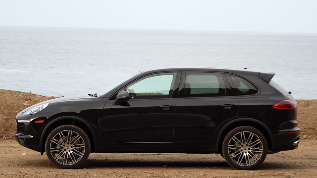 2015 Porsche Cayenne S side view