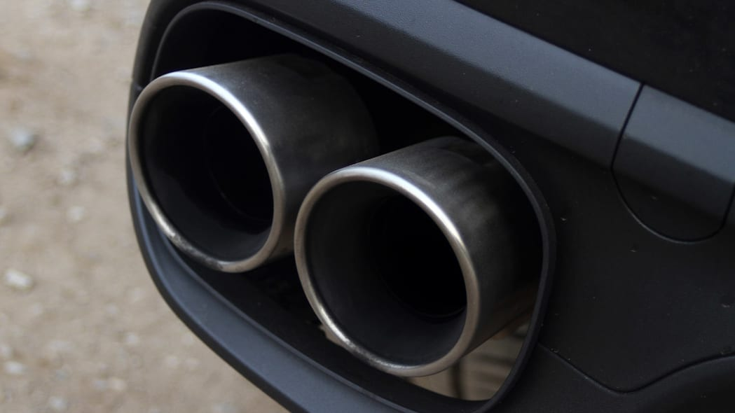 2015 Porsche Cayenne S exhaust tips