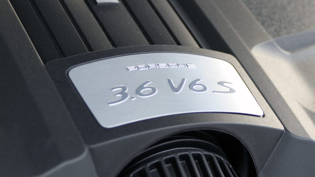 2015 Porsche Cayenne S engine detail