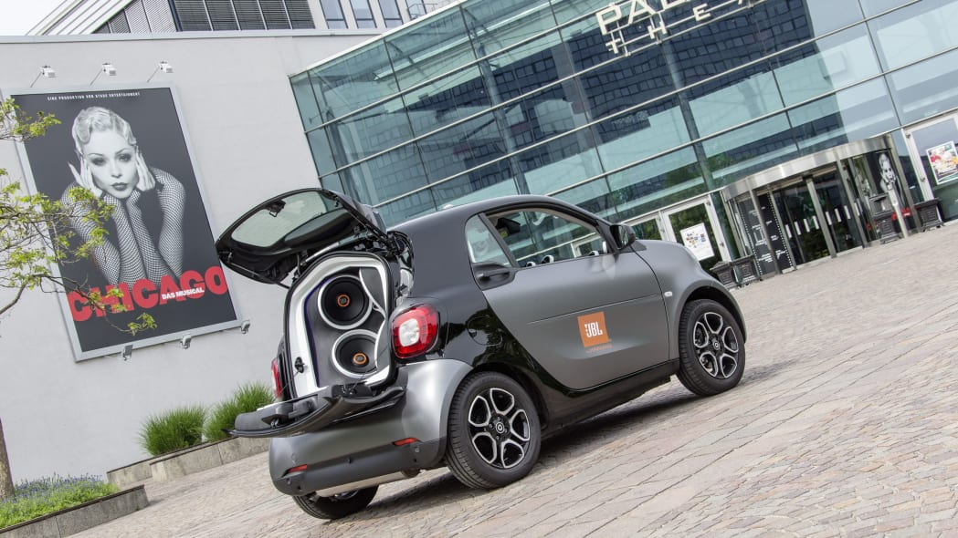 smart forgigs fortwo city coupe with jbl speakers