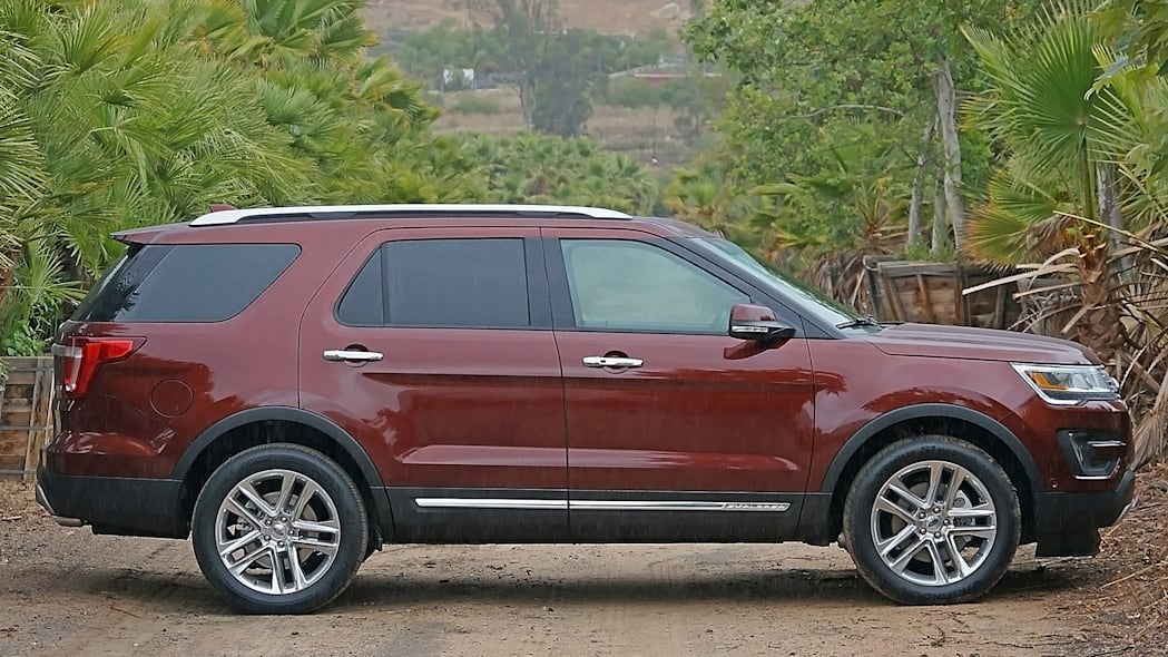 2016 Ford Explorer side view