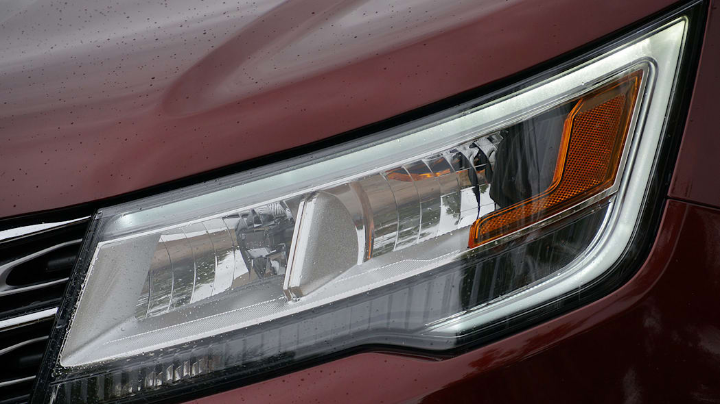 2016 Ford Explorer headlight