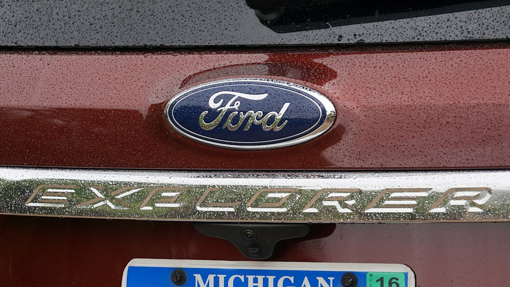 2016 Ford Explorer badge