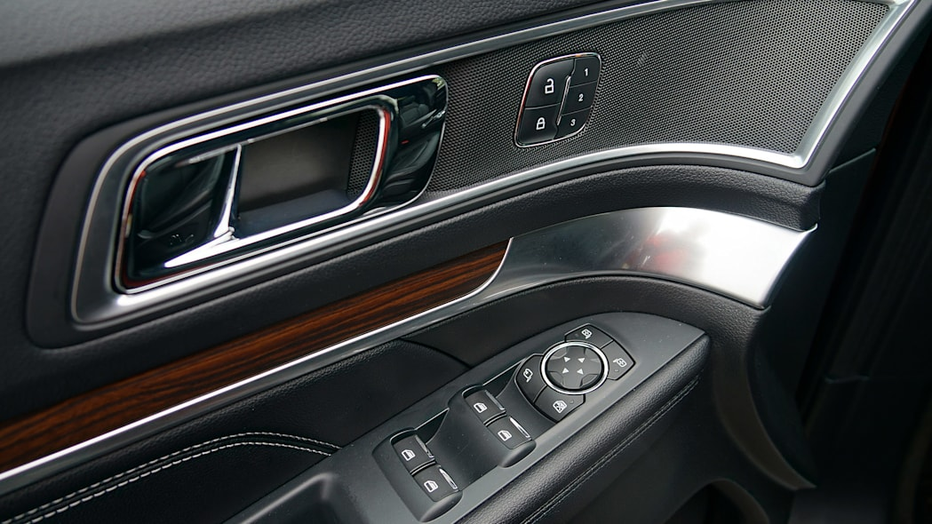 2016 Ford Explorer door trim